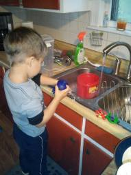 doing dishes, 4 years old